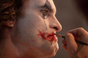 Poderosa, siniestra y muy cruda, llega al cine – Joker -.