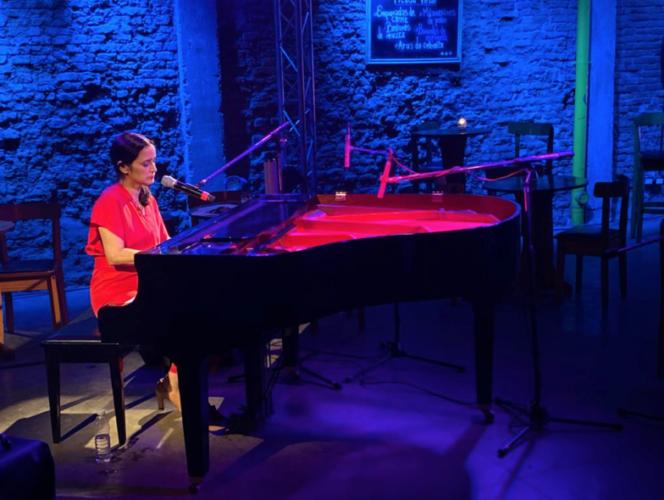Julieta Venegas realizó concierto memorable vía streaming